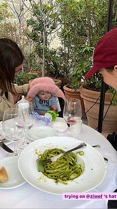 Emily Ratajkowski: Αποκαλύπτει για πρώτη φορά το γλυκό προσωπάκι του γιου της