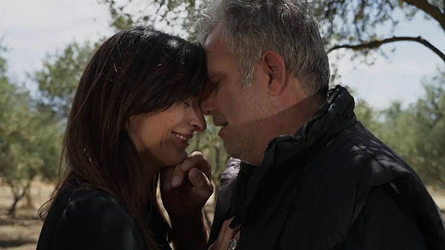 «Γη της Ελιάς» Spoiler: Ένας μυστικός έρωτας αποκαλύπτεται και αναμένεται να φέρει μεγάλη αναστάτωση [video]