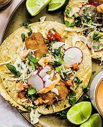 Πώς να φτιάξεις tacos με sticks ψαριού