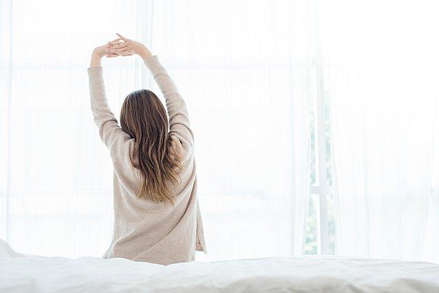Οι καλύτερες διατάσεις για να κάνεις το πρωί μόλις ξυπνάς